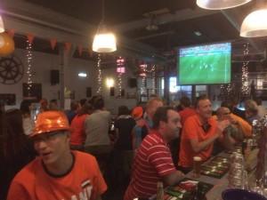 zondag-29-juni-nederland-kroatie-mexico-brazilie-live-groot-scherm-Rotterdam-cafe-wk2014
